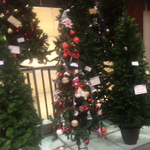 こんなツリーが飾れる家に住みたい…とはおもわないな(^◇^;)